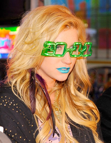 Ke$ha wears Samii Ryan hair clip on New Year's Eve