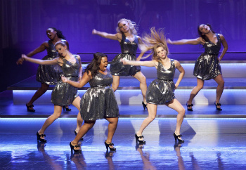 Glee: Season 3, Episode 8 :: Hold on to Sixteen