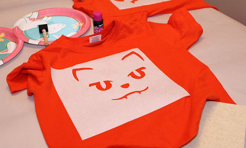 Stencil a cat face on your shirt!