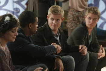 90210: Season 3, Episode 14 :: All About A Boy