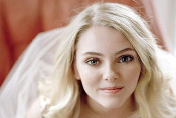 AnnaSophia Robb Bio / Get the Look