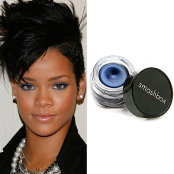 Rihanna love to line her eyes with metallic blue!