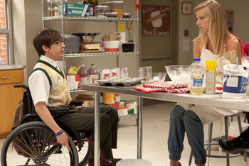Glee: Season 2, Episode 20 :: Prom Queen