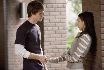 Pretty Little Liars: Season 2, Episode 2 :: The Goodbye Look