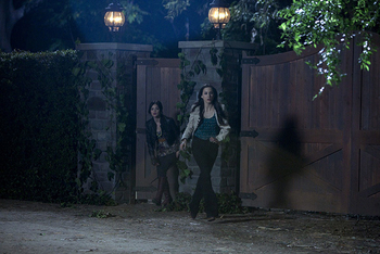 Pretty Little Liars: Season 2, Episode 3 :: My Name is Trouble