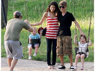 Selena and Justin say cheese as his dad snaps a pic