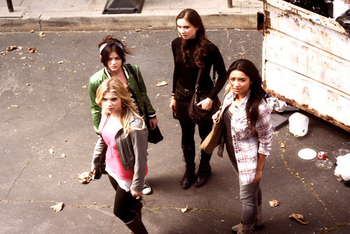 Pretty Little Liars: Season 2, Episode 4 :: Blind Dates