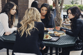 Pretty Little Liars: Season 2, Episode 11 :: I Must Confess