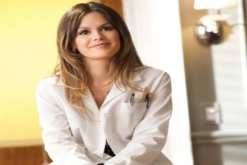 Rachel Bilson stars as doctor Zoe Hart
