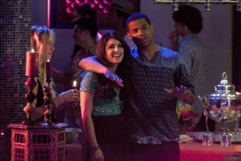 90210: Season 4, Episode 1 :: Up in Smoke