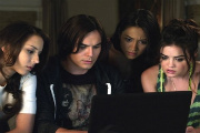 Pretty Little Liars: Season 2, Episode 18 :: A Kiss Before Lying