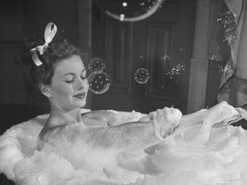 Spoil her with some luxurious bubble bath