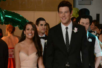 Glee: Season 3, Episode 19 :: Prom-a-saurus