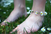 You Can Wear Your Daisy Chain as an Anklet