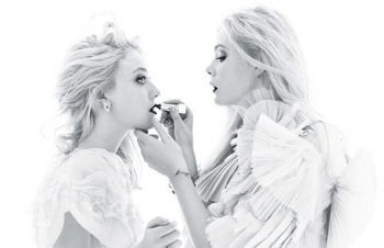 Elle and Dakota Fanning in a sisterly photo shoot