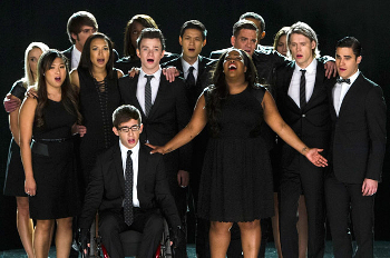 The cast of Glee sings