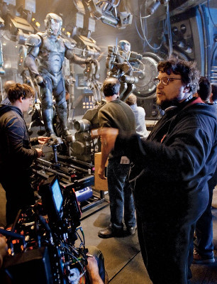 Del Toro on set with actor/drivers
