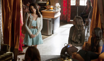 Pretty Little Liars: Season 3, Episode 15:: Mona-Mania!