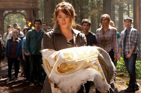 Clarisse (Leven Rambin) holds the golden fleece