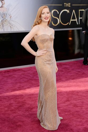 Jessica Chastain looks like she's from the 1940s!