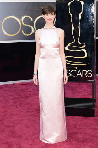 Anne Hathaway is pretty in pink wearing Prada