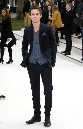 Eddie Redmayne's sleek signature look!