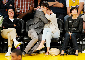 Justin Timberlake and sweetheart Jessica Biel at a Lakers Game