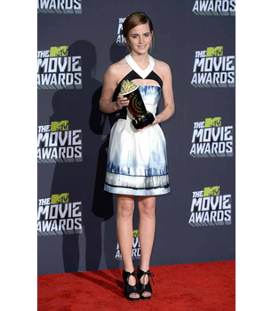 Emma Watson looks gorgeous accepting her Trailblazer award!
