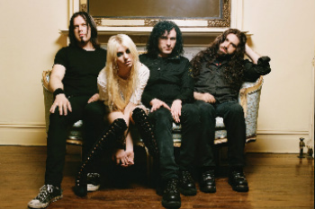 Taylor Momsen with band