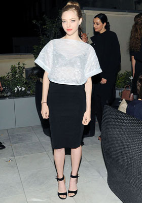 Amanda Seyfriend rocks simple black and white