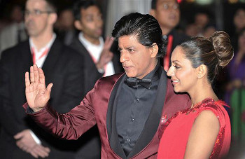 Superstar Shah Rukh Khan arriving on the red carpet