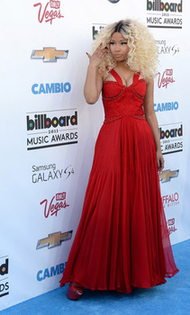 Wow! We almost didn't recognize Nicki Minaj in this red gown