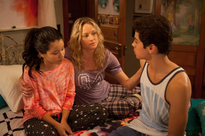 Twins Mariana (Biance Santos)  and Jesus (Jake) with mom Teri Polo