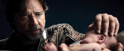 Jor-El (Russell Crowe) with baby Kal-El