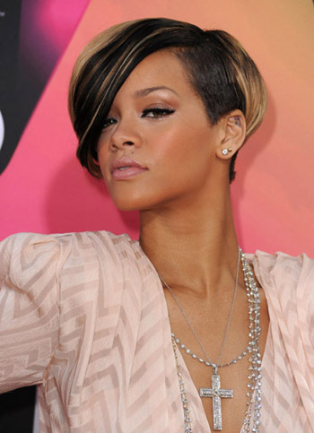 We love Rihanna's super charged bronze look!