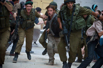 Gerry (Brad Pitt) and Israeli soldier Seren escape Jerusalem