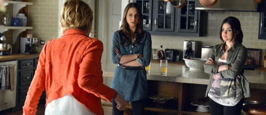 Pretty Little Liars: Season 4, Episode 2:: Turn of the Shoe