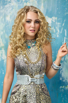 AnnaSophia as Carrie in The Carrie Diaries
