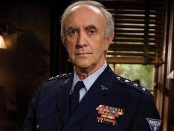 Jonathan Pryce plays the President and Cobra Commander