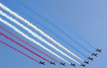 Jets write the French Flag colors in the sky