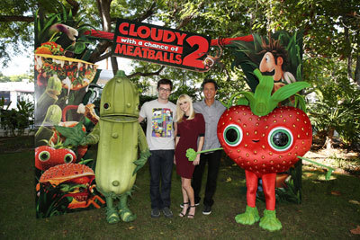 Voice cast Bill Hader, Anna Faris and Benjamin Bratt with Pickle and Berry