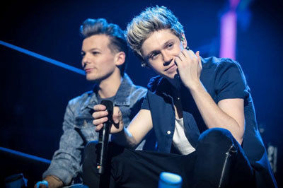 Louis and Niall between songs