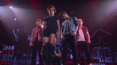Harry gets pantsed on stage by Liam