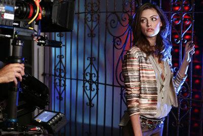 Phoebe Tonkin on set