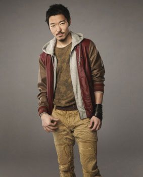 Aaron Yoo as Russell