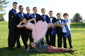 Jamie Kelly and her friend lounging around with the 8 cutest  boys in their school