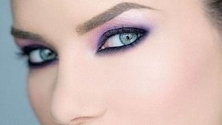 Purple shadow gives green eyes a gorgeous glow