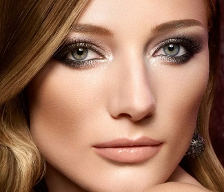Dark brown close to the lid with a sparkle of pearl at the edges helps hazel eyes shine