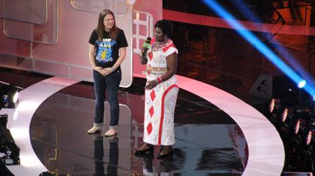 Robin Wiszowaty, Me to We motivational Speaker with Mama Helen Kenyen Me to We Artisan