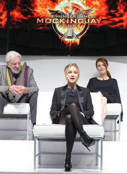 Jennifer with Donald Sutherland and Julianne Moore in BKG